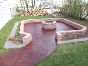 Wood plank colored stamped concrete firepit